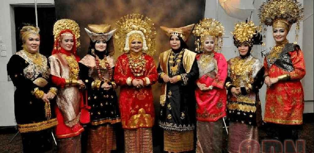 Daftar Pakaian Adat Sumatera Barat