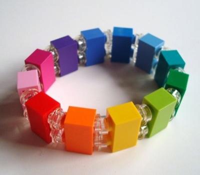 10 Perhiasan dan Aksesoris Terbuat dari Lego