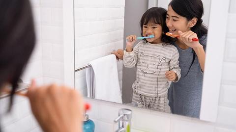 6 Cara Gosok Gigi Yang Benar dan Baik