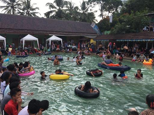 Wisata Air Panas Cisolong dan Savanna Batu Kancah