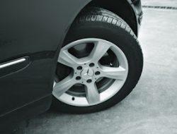Penyebab mobil sedan bunyi kletek-kletek saat berbelok